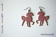 KITSCHY konj uhani roza